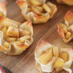 Apple pie and cream cheese wontons